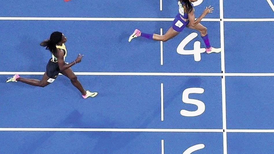 400-Meter-Läuferin Miller (u.) bei ihrem Olympiasieg 2016 in Rio de Janeiro: »Olympiateilnehmer mit erhöhtem Risiko«
