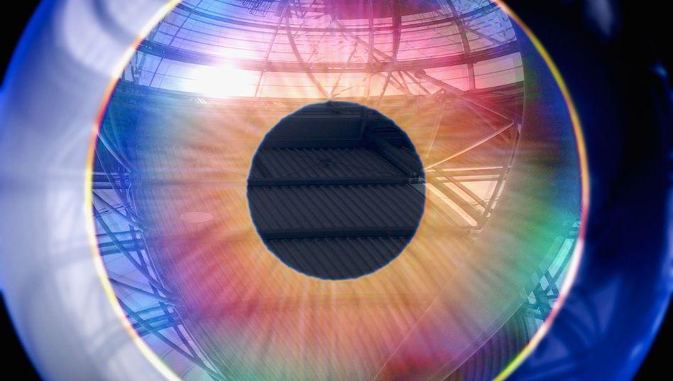 Nahaufnahme des Auges (Illustration): Flüssigkeit unter Netzhaut bildet eine Blase