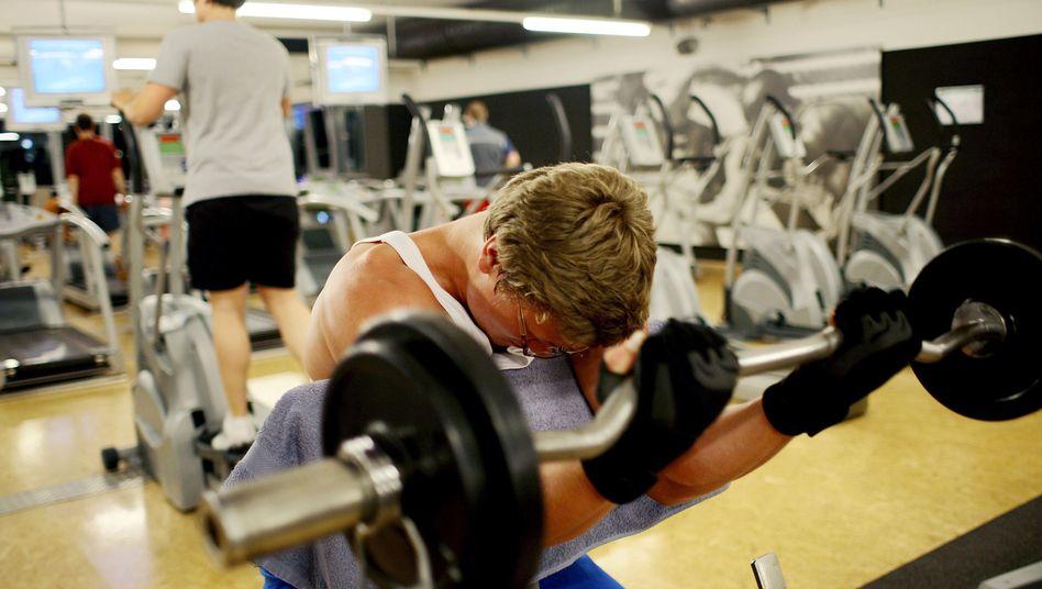Im Fitnessstudio das schwarzhaarige Luder gefickt
