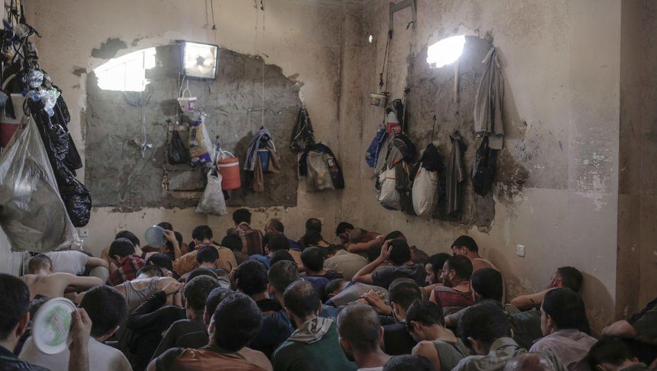 Gefangene IS-Kämpfer (Archivfoto)
