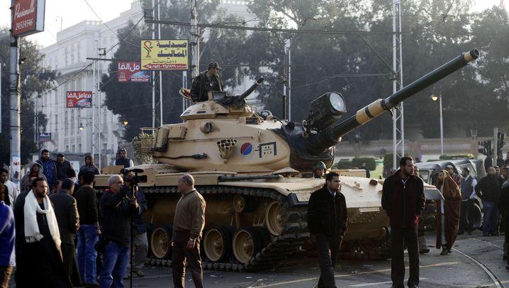 Krawalle in Ägypten: Soldaten auf Kairos Straßen