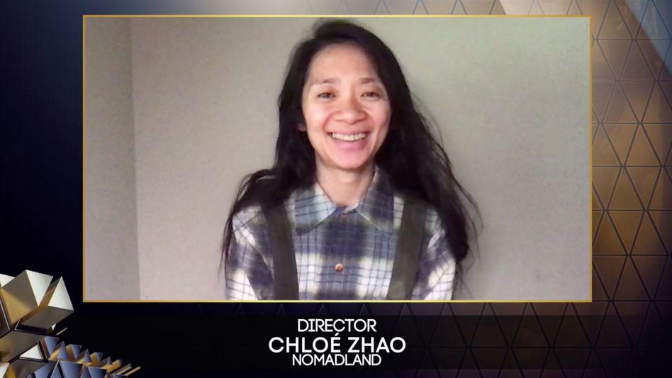 Die Preisträgerin war per Video zugeschaltet: Chloé Zhao nach dem Gewinn des Regiepreises