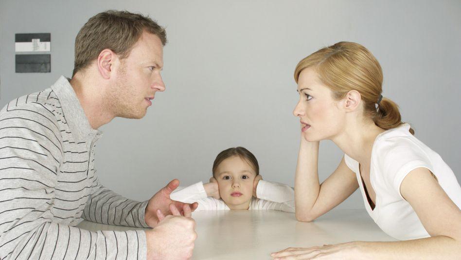 Streitendes Paar mit Kind: In den ersten Lebensjahren zählt vor allem die Beziehung zur Mutter, so Autorin Anne-Ev Ustorf