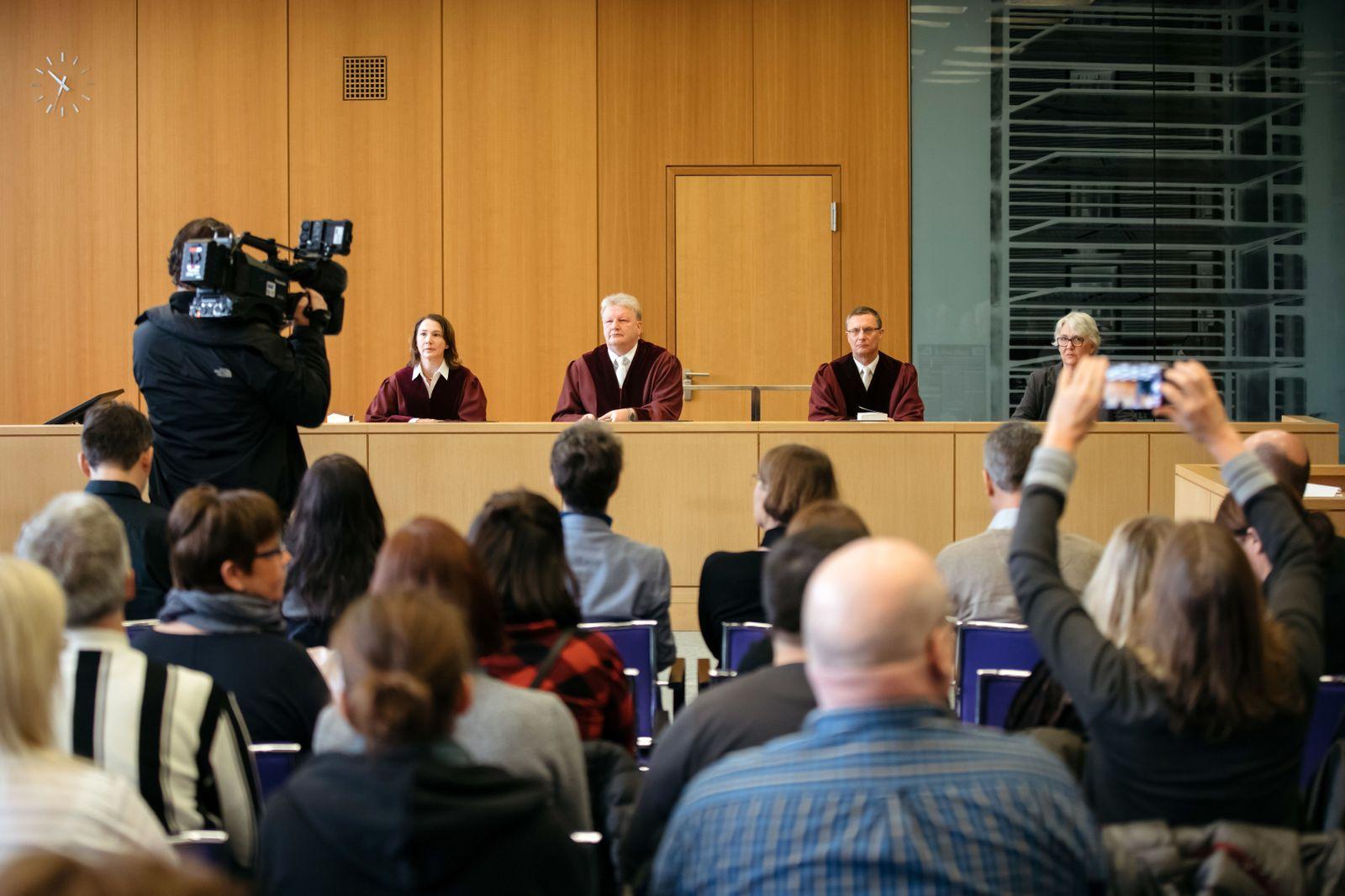 EINMALIGE VERWENDUNG Bundesarbeitsgericht zu Sonderstatus der katholischen Kirche