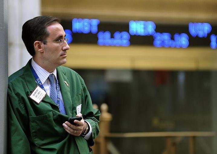 Händler vor der US-Börse NYSE: Finanzhilfen von Regierung und Notenbanken helfen nicht
