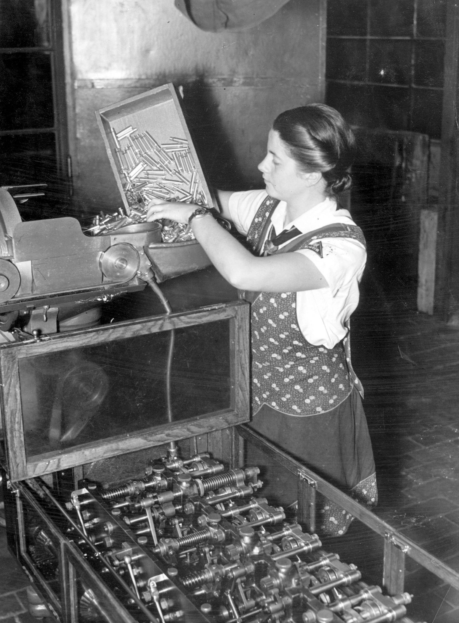 Frauen in der Rüstungsindustrie, 1940