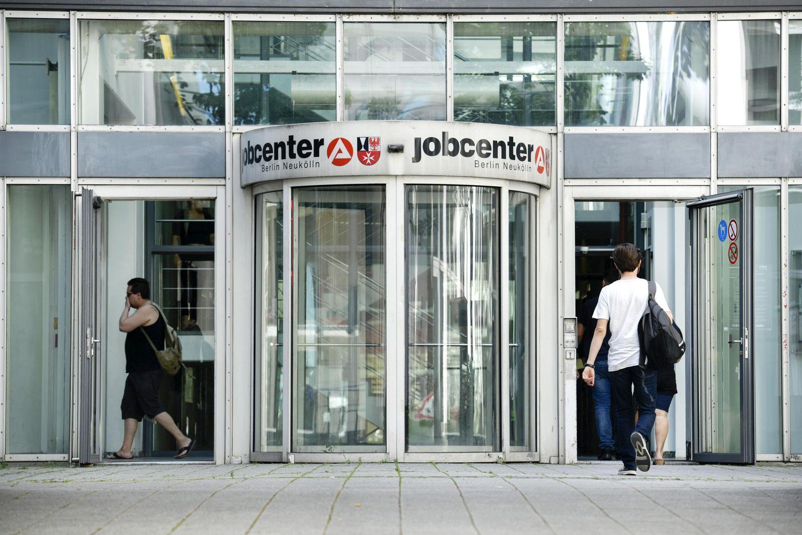 Jobcenter, Mainzer Strasse, Neukoelln, Berlin, Deutschland