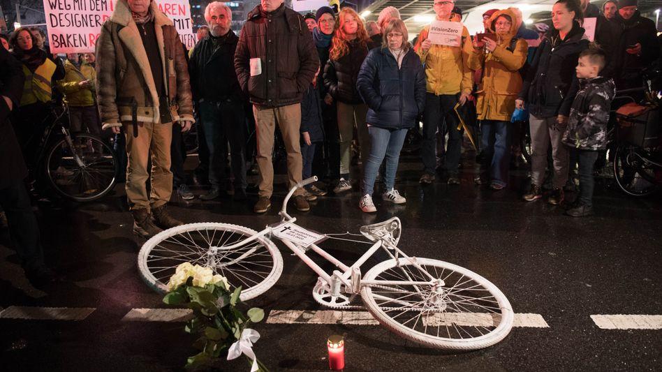 Tod durch einen Lastwagen: Mahnwacheam Kottbusser Tor