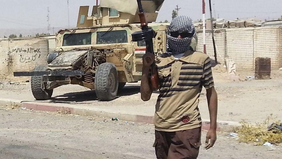 IS-Kämpfer in der Nähe von Bagdad: Etwa 300 Chinesen sollen für die Terrormiliz kämpfen