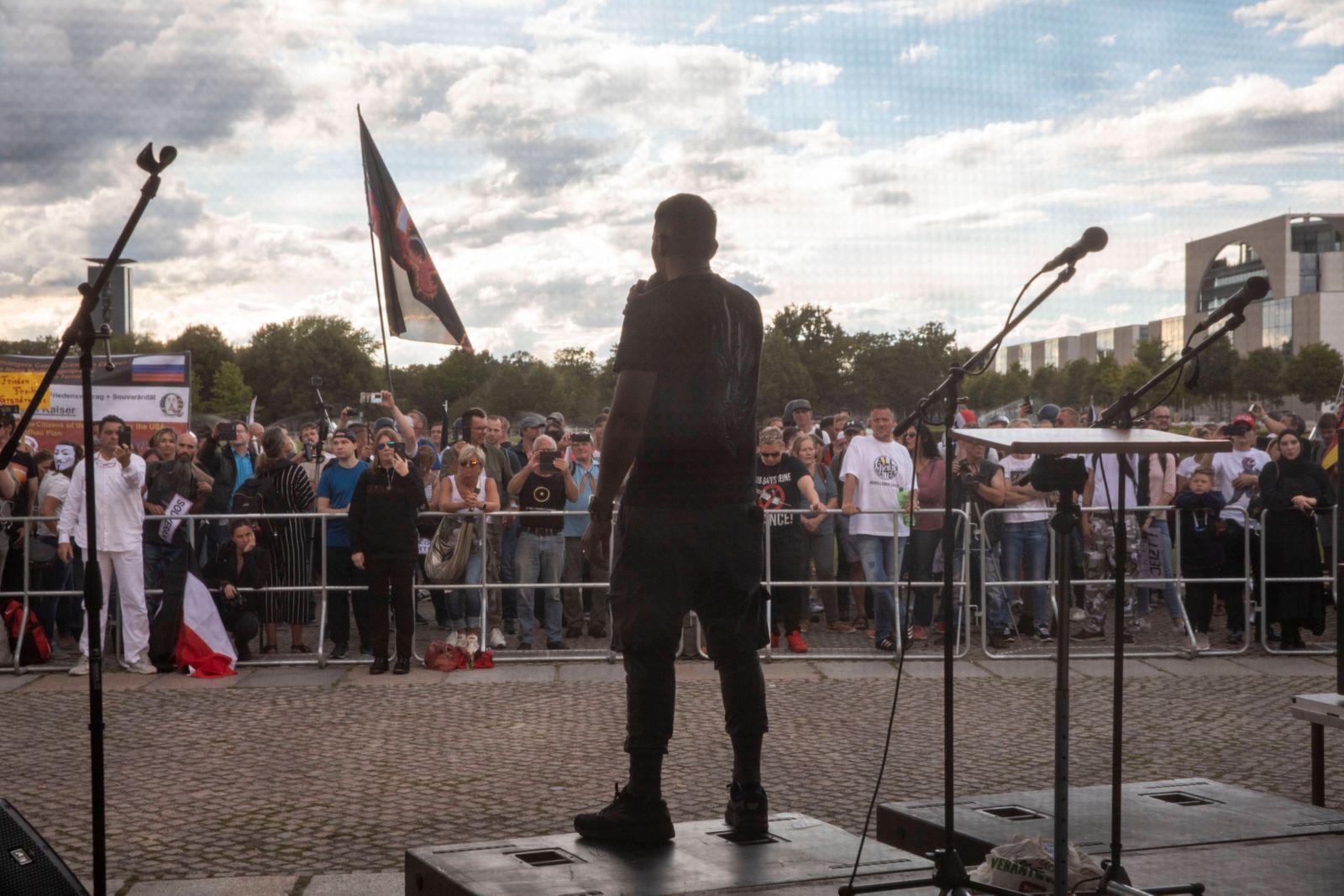 Deutschland, Berlin, Reichstag, Anti Corona Demonstration, Attila Hildmann, 29.08.2020 *** Germany, Berlin, Reichstag,