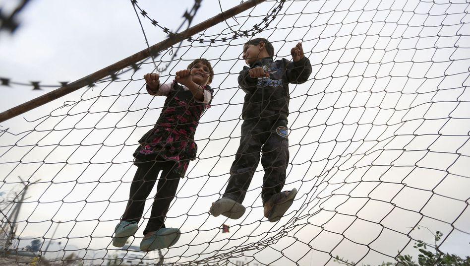 Spielende Kinder (Kabul, Afghanistan): Das Uno-Millenniumsziel zur Senkung der Kindersterblichkeit wurde nicht erreicht