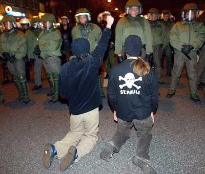 Bauwagenplatz-Räumung: Randale bei Anti-Schill-Protest in ...