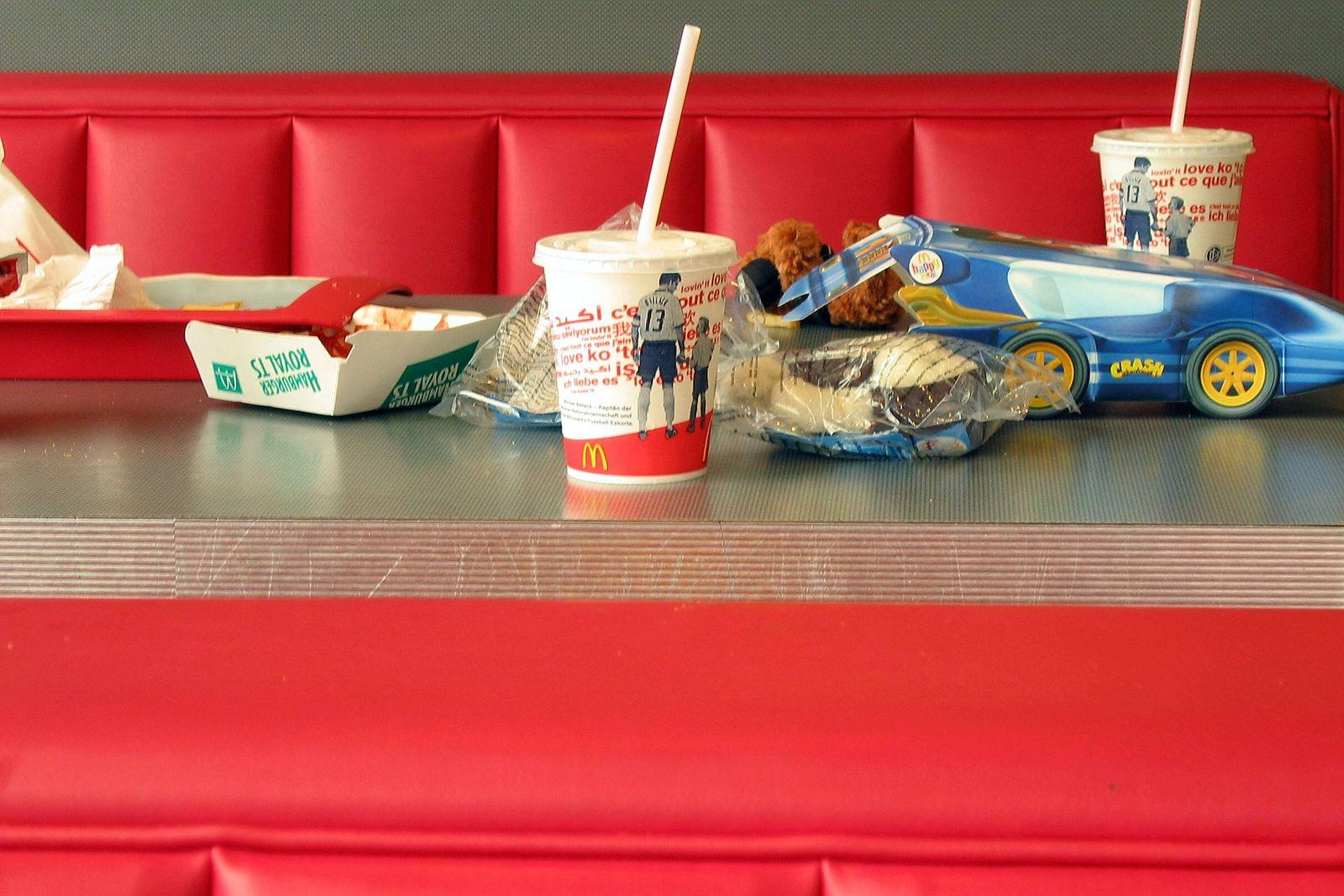 EINMALIGE VERWENDUNG Fastfood/ Müll/ Plastik