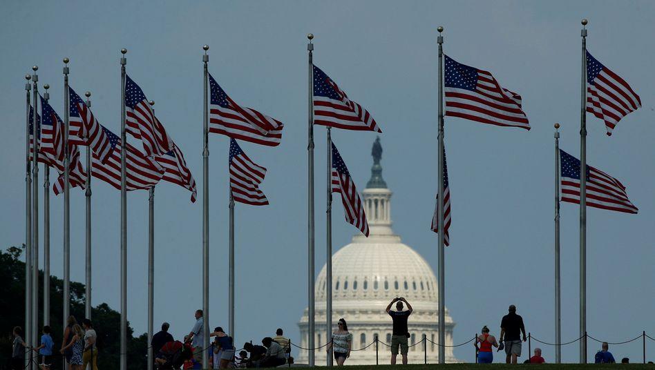 Flaggen vor dem Kapitol
