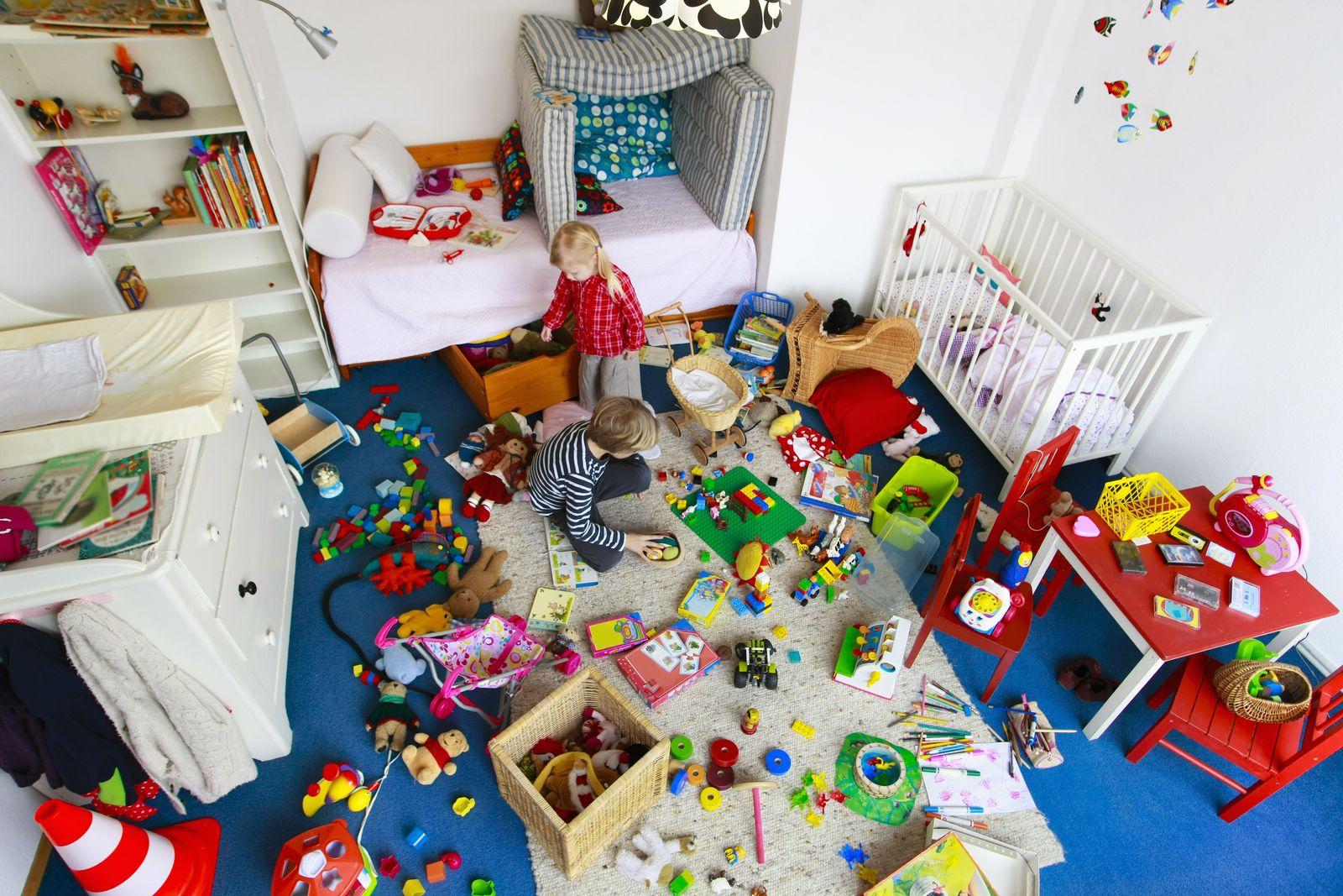 EINMALIGE VERWENDUNG Chaos im Kinderzimmer