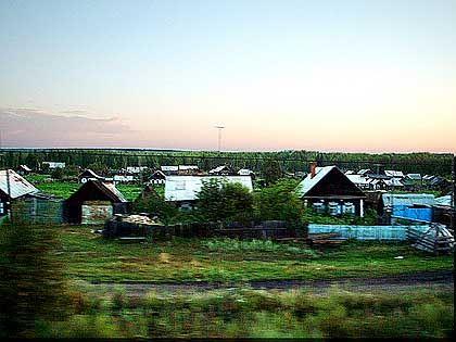 Entlang der Strecke: Ein Dorf an der Bahnlinie