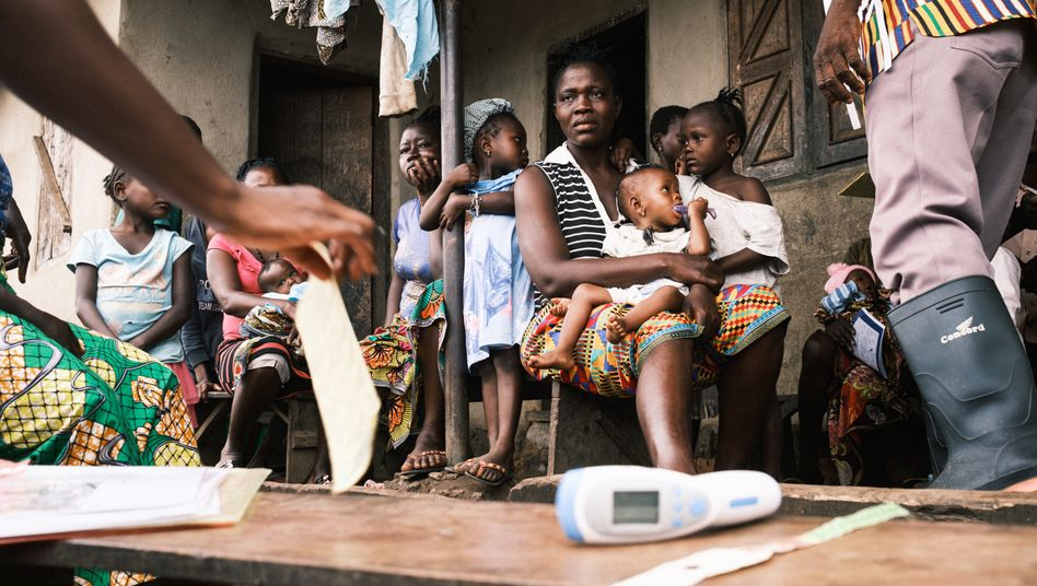 Mit einer mobilen Klinik fahren die Mitarbeiter von Ärzte ohne Grenzen derzeit zu den Menschen aufs Dorf – anders würden sie die Patienten nicht erreichen
