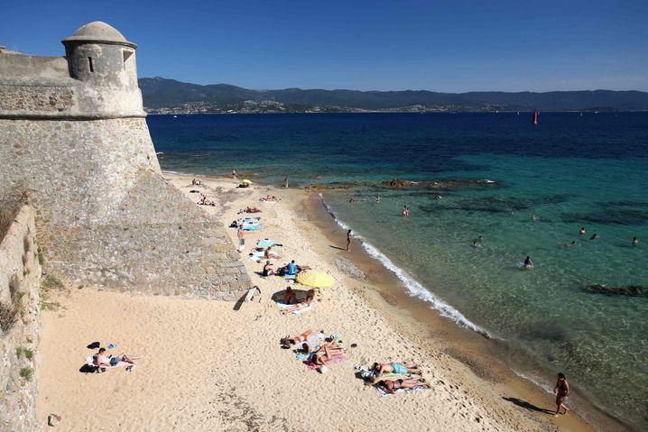 Ein Strand auf Korsika