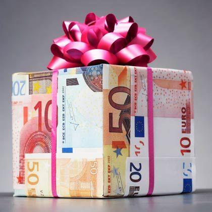 Geldgeschenk: Frauen und Männer schenken unterschiedlich