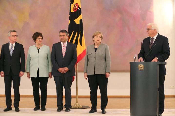 Kanzlerin Merkel, Bundespräsident Steinmeier (am 24. Oktober im Schloss Bellevue)