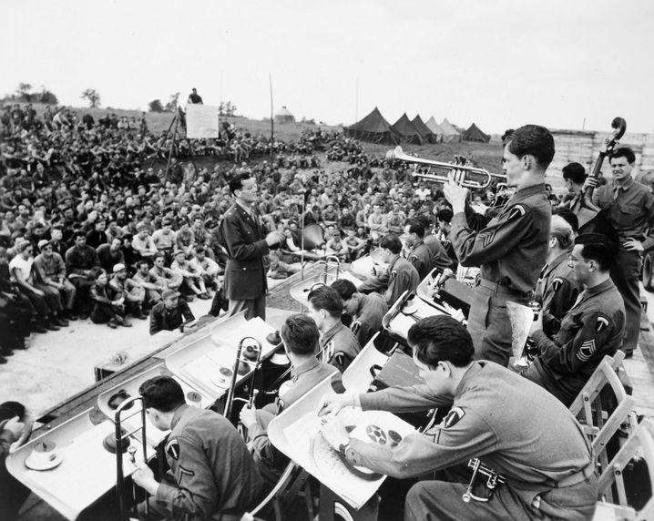 Auftritt vor britischen Truppen 1943