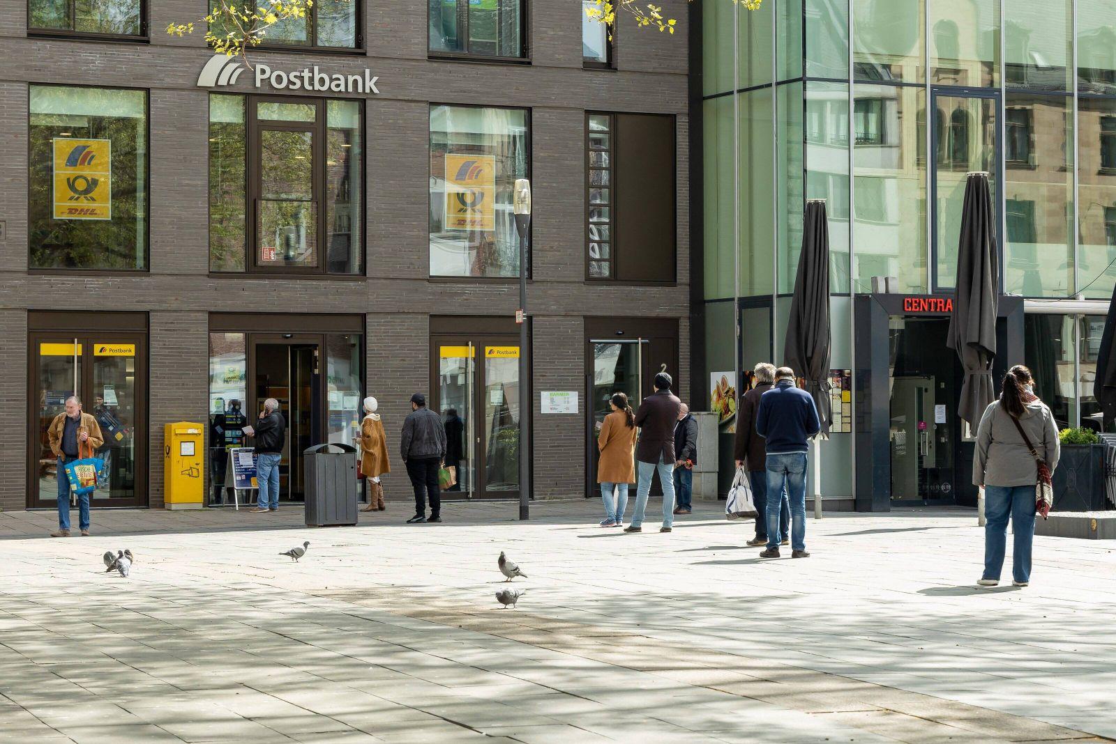 Wiesbaden, 14.04.2020, Wiesbaden, Shut down in Wiesbaden. Das Corona-Virus legt die Landeshauptstadt von Hessen lahm. Di