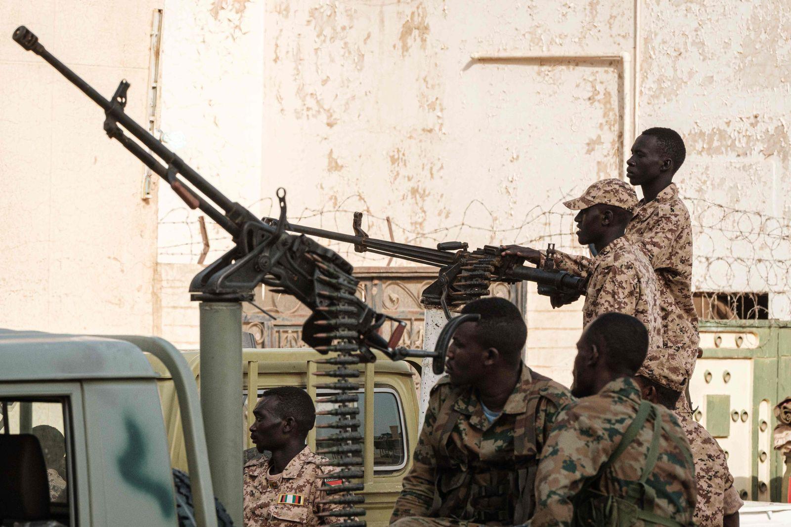 TOPSHOT-SUDAN-POLITICS-UNREST-BASHIR-INVESTIGATION