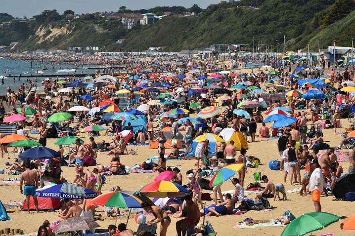Überfüllter Strand in Bournemouth