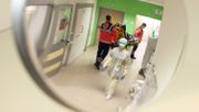 Zu viele Corona-Infektionen - Münchner Klinik stellt Alltagsbetrieb ein