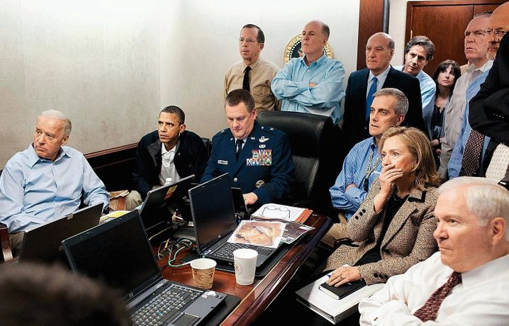 Adviser Blinken (back, fourth from right) in 2011 with President Barack Obama ( second from left), Vice President Joe Biden (left) and Secretary of State Hillary Clinton at the White House during the operation that killed Osama Bin Laden.