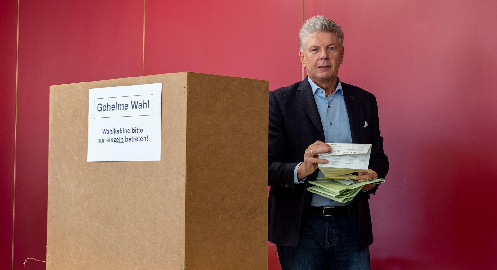 Kommunalwahl in Bayern- Stimmabgabe Reiter