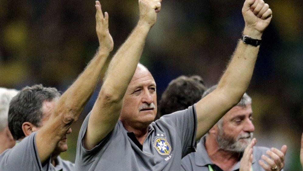 Brasiliens Sieg über Uruguay: Elfmetertöter Júlio César, Erlöser Paulinho