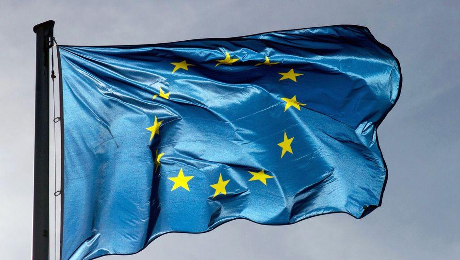 EU-Flagge: Gefahr einer Herunterstufung gestiegen