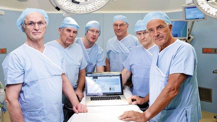 Chirurg Pässler (r.), Kollegen: Frühwarnsystem für Patienten