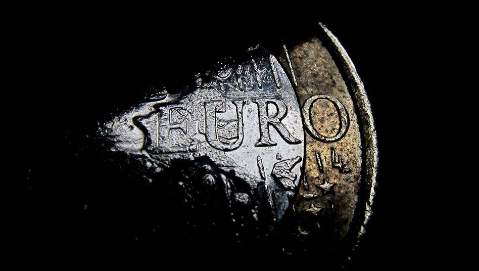 Teil einer Euro-Münze: Jubelfest für die Schuldner