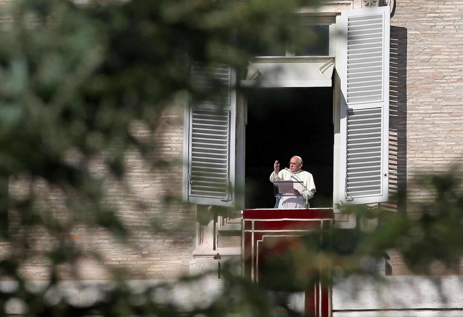 Pope Francis: Angelus prayer in St Peters square