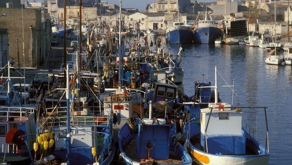 Der Hafen der Fischerortes Mazara del Vallo auf Sizilien