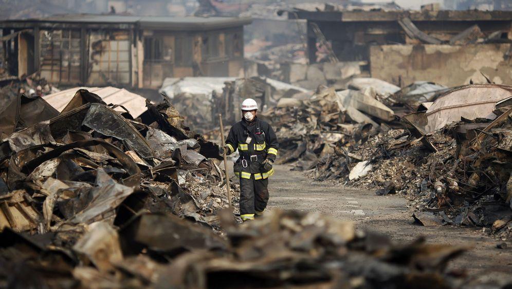 Japans Ostküste: Rettungsarbeiten im Trümmerland