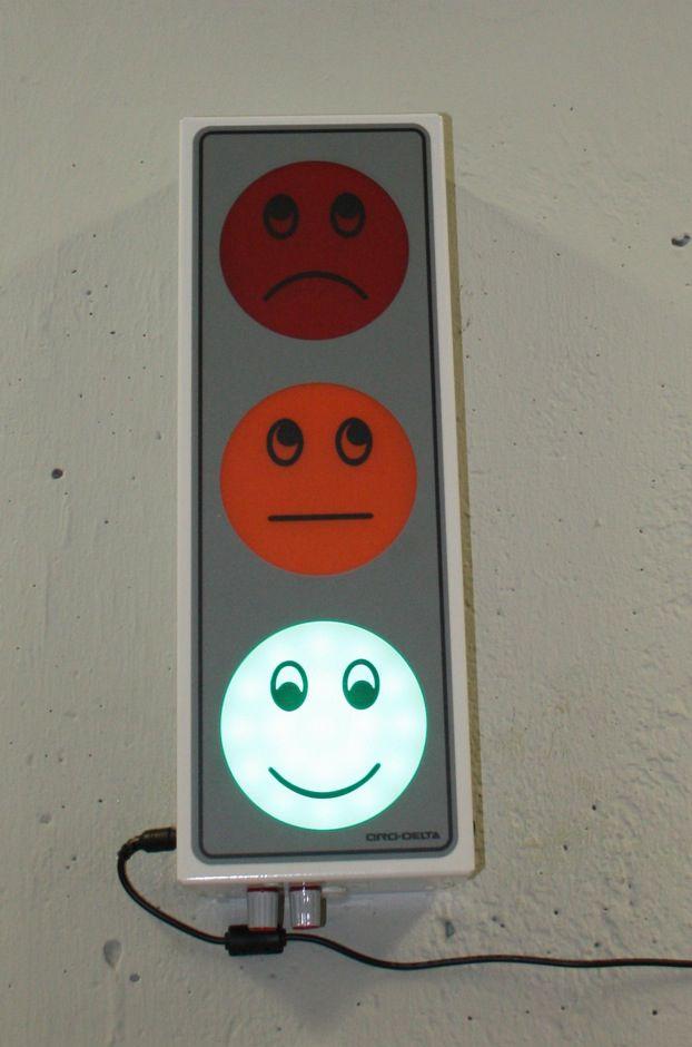Grüne Ampel, lächelnder Smiley: Brav, Studenten!