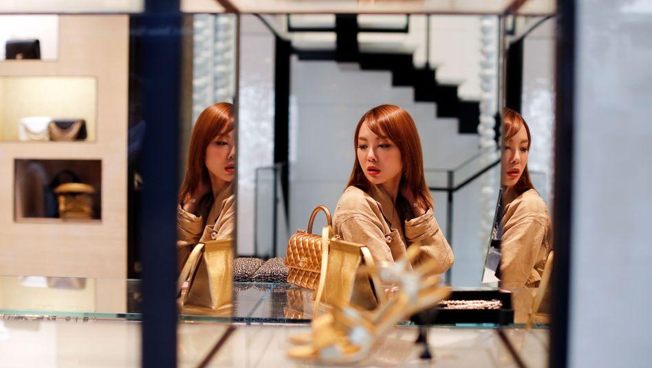 Luxus-Shopping: Ein neuer Report beziffert das weltweite Finanzvermögen - und das gehört einem verschwindend kleinen Anteil der Weltbevölkerung