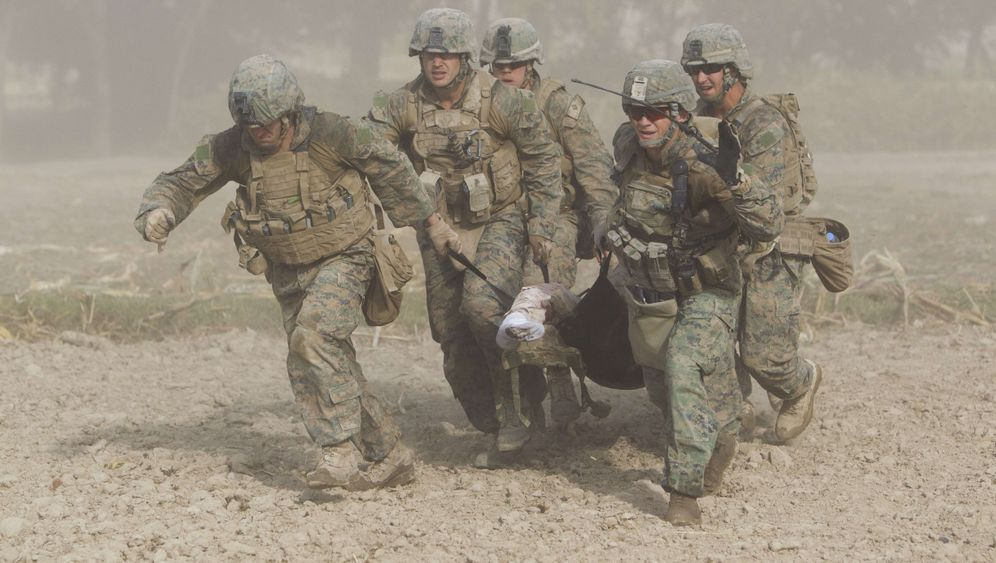 The US Military Faces a Difficult Battle against Psychological Stress - DER  SPIEGEL