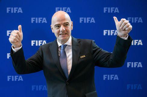 Fifa-Boss Gianni Infantino, Fußballretter