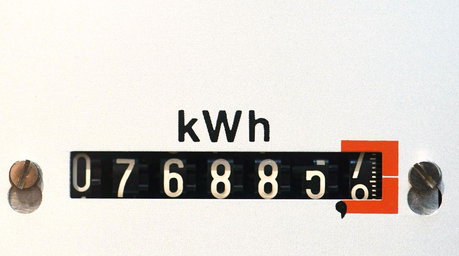 AUFMACHER EINMALIGE VERWENDUNG Stromzähler Verbrauchszähler in einem Haus in Freiburg *** Electricity meter Consumption meter