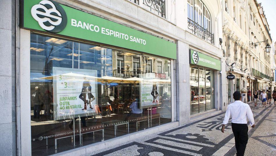 """BES-Filiale in Lissabon (Archivbild): Alte Geschäfte, neuer Name """"Novo Banco"""""""