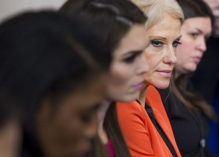 """Kellyanne Conway, Beraterin von Donald Trump, dachte sich das Neusprech """"alternative Fakten"""" aus"""