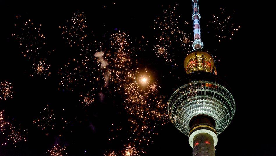 Silvesterfeuerwerk vor dem Berliner Fernsehturm