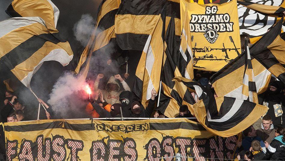 FdO-Hooligans im Fanblock von Dynamo Dresden