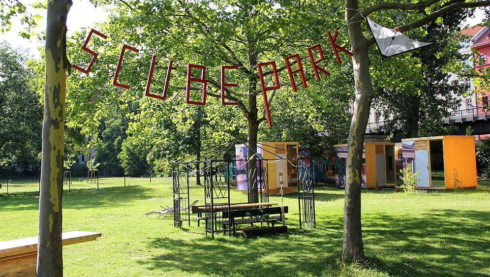 Scube Park: Umstrittene Unterkunft im Freibad