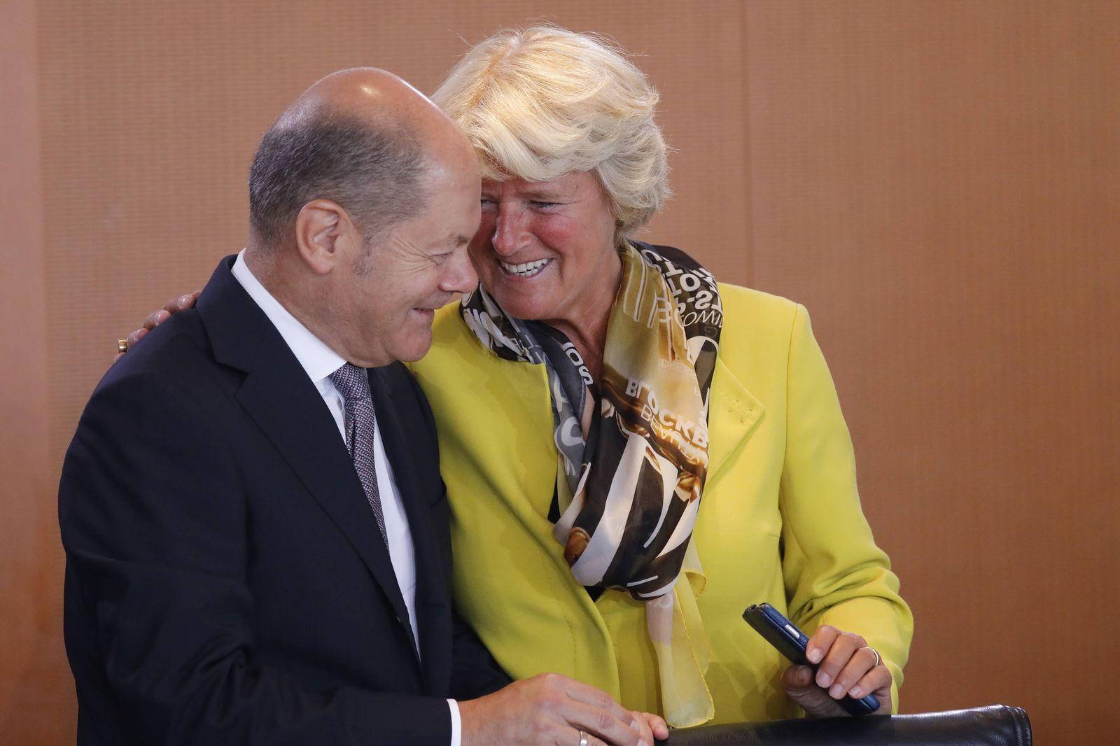 Olaf Scholz Bundesminister der Finanzen Monika Gr¸tters Staatsministerin f¸r Kultur und Medien