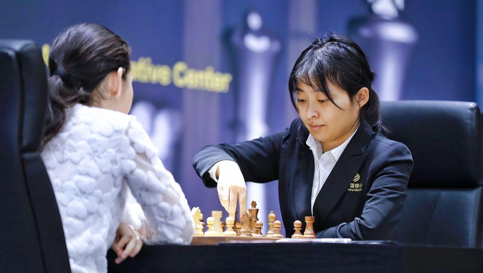 Die Chinesin Ju Wenjun (r.) setzte sich gegen die Russin Alexandra Gorjatschkina durch